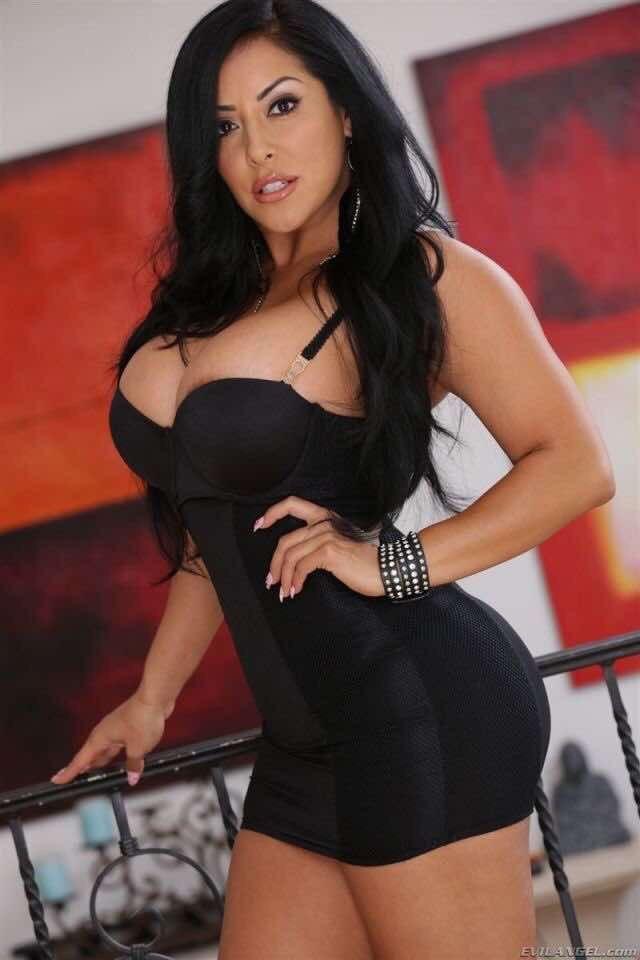 Latina curvy women