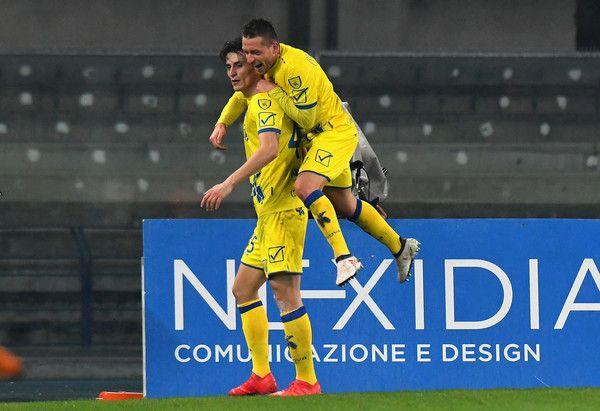 Roberto Inglese AC Chievo Verona celebrates after scoring his team second goal during the serie A match between AC Chievo Verona and Cagliari Calcio at Stadio Marc'Antonio Bentegodi on February 17, 2018 in Verona, Italy.