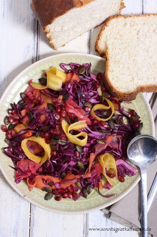 Marinierter Rotkohlsalat mit Kürbiskernen und Vanille