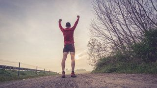 El cansancio es una de las barreras más duras de superar para runners. Se manifiesta a través de calambres y mareos, y afecta el rendimiento. Las recomendaciones para mantener la energía y mejorar la performance