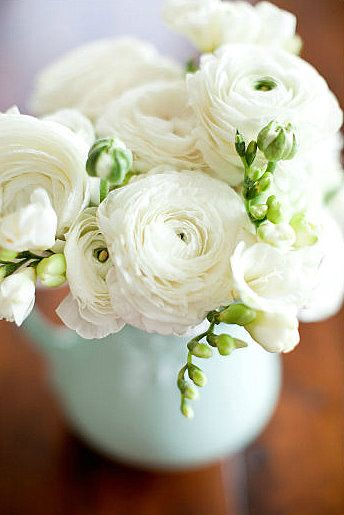 Ranunculus: White Flowers, White Wedding, White Ranunculus, Wedding Flowers, White Bouquets, Fresh Flowers, Wedding Centerpieces, Sweet Peas, Romantic Flowers