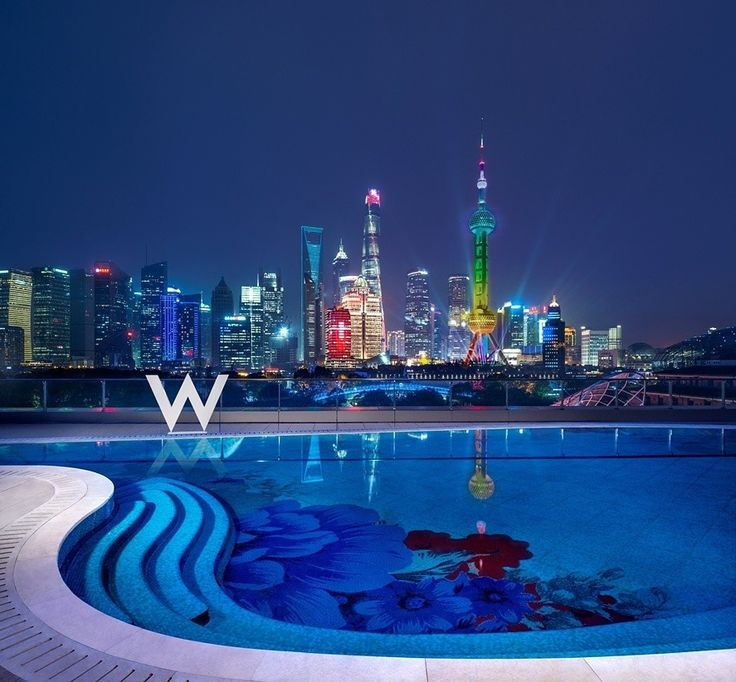 월간 호텔&레스토랑) 상하이의 첫 번째 W호텔 상하이 더 번드를 선보입니다!  황푸강이 내려다보이는 탁 트인 전망을 선사하는 W호텔 상하이 는 노스 번드North Bund의 환상적인 분위기를 책임지는데요, 374개의 세련된 객실과 35개의 스위트룸을 갖추고 있으며, 각 객실은 샤오롱바오 만두와 젓가락 모양의 베개로 장식된 시그니처 W 침대를 갖추고 있다네요😀 또한 황푸강과 푸동의 스카이라인이 선사하는 멋진 전망 외에도 모든 객실은 스위치로 작동 가능한 프라이버시 보호 유리를 설치했답니다~^^