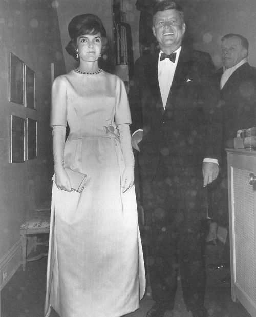 With Jackie casting an apprehensive glance toward the falling snow, the glamorous couple prepares to leave for the Inaugural Gala.: Personal, Jacqueline Bouvier, Pin, Jackie Cast, Jfk Inaugur, First Lady In Wait Dresses, Jacqueline Lee, Bouvier Kennedy July, Inaugur Gala 1961
