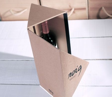 Caja regalo triangular para botellas