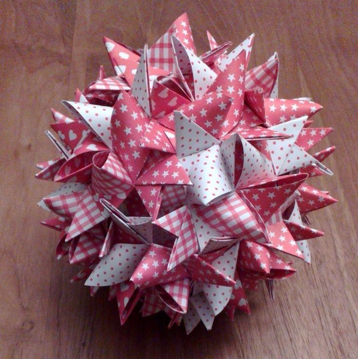 Stjerne af 48 strimler http://www.vagt-origami.de/resources/RKO_AVagt.pdf