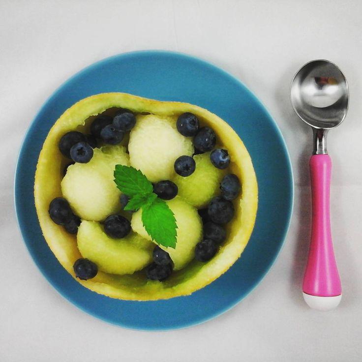 Alternative für Eis - Gekühlte Galiamelone mit Heidelbeeren #melon #melone #blueberry #paleoparadies #paleo  #eatclean #vegan #zuckerfrei #lowcarb #primal #paläo #hitze #eis