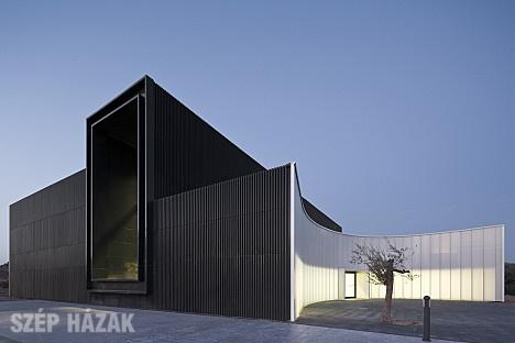 http://szephazak.hu/epulet/muzeum-a-dombok-kozott/168/
