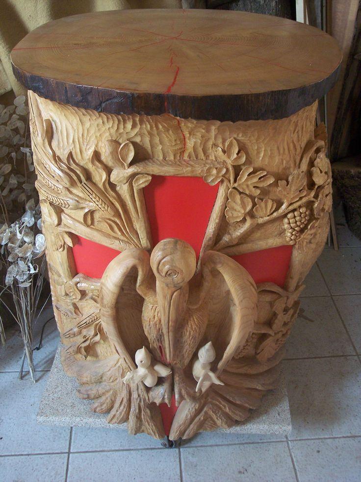 Altare in legno con pellicano.  Opera di SdG