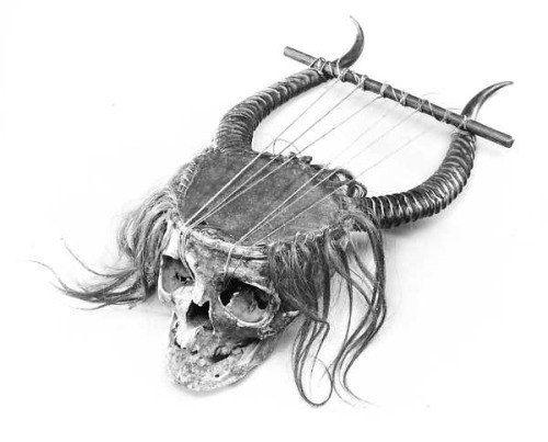 Новости-Музыкальная лира, созданная из человеческого черепа, XIX век.