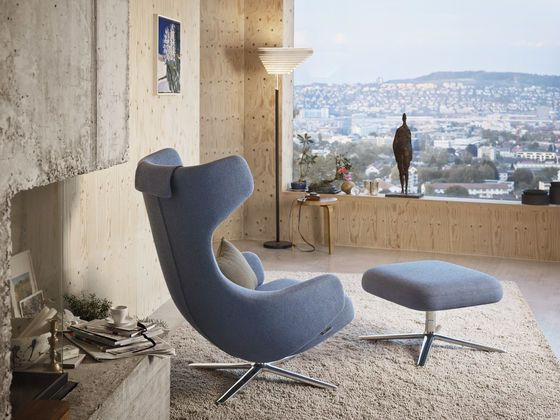 Grand Repos lounge chair by Vitra. Antonio Citterio design.
