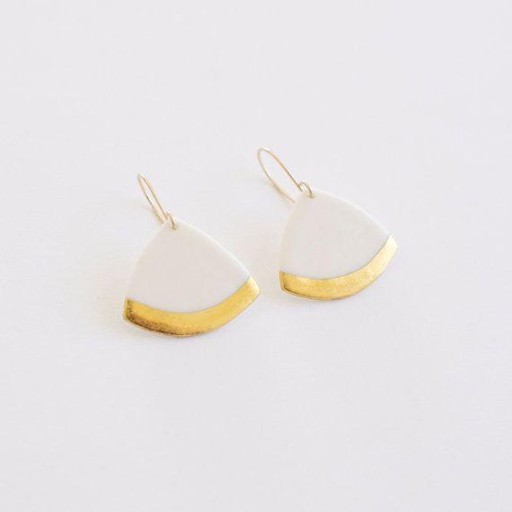 P a o l a - Boucles d'oreilles élégantes - Porcelaine blanche et or fin - Bijoux géométrique triangles