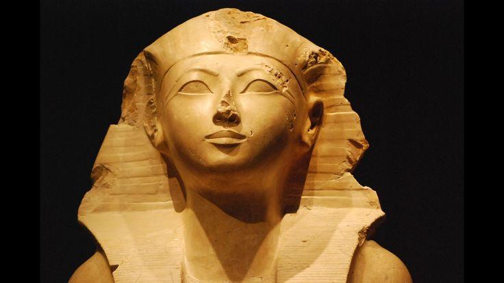 Hatshepsut, reina-faraón de la dinastía XVIII de Egipto. Quinta gobernante de dicha dinastía Gobernó con el nombre de Maatkara Hatshepsut, y llegó a ser la mujer que más tiempo estuvo en el trono d…