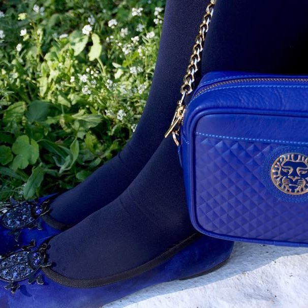Regina blue shoulder bag by Colección Alexandra Accessories. www.coleccionalexandraaccessories.com