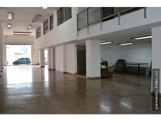 VENDO EDIFICIO EN SAN NICOLAS CENTRO DE CALI   VENTAJAS Y COMODIDADES:  EDIFICIO EN SAN NICOLAS CALI Comercial Esquinero, con una área de lote 568.60m2 y construidos 2.351 m2, está compuesto por un patio interior