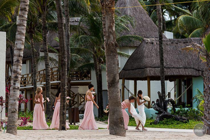 Bride and her girls #lizmooreweddings #lizmooredestinationweddings #weddingphotography #weddingpictures #beachwedding #mahekalbeachresort