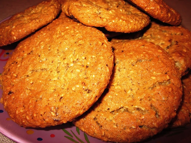 Μπισκότα μαστιχωτά με καρύδια και κανέλα
