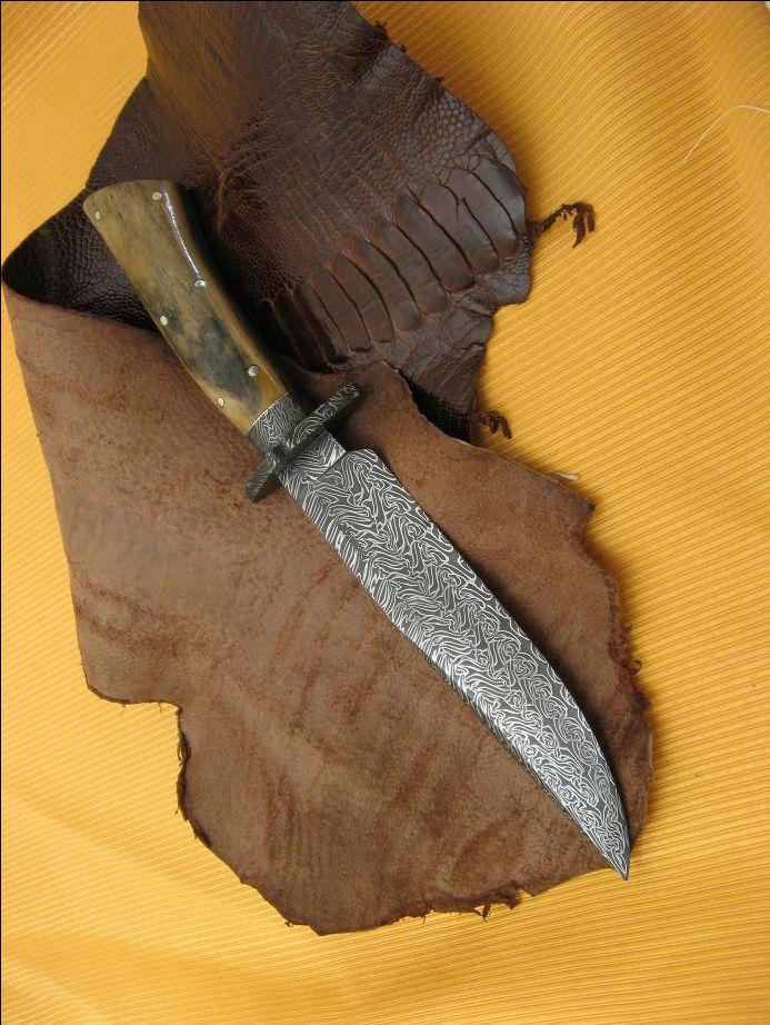 Cuchillos artesanales fabricados con acero Damasco