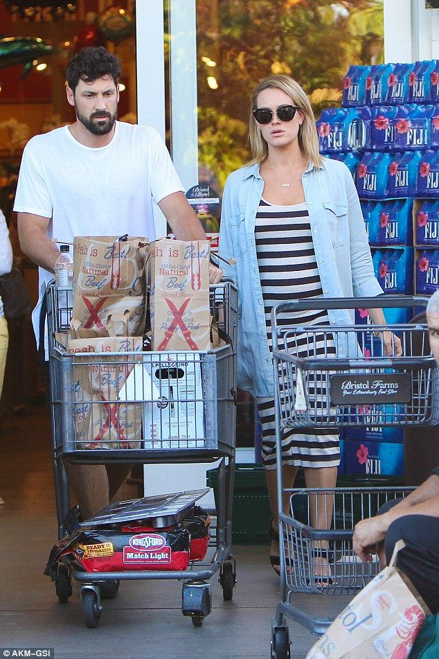 Stocking up? Peta Murgatroyd and Maksim Chmerkovskiy gathered up some groceries…