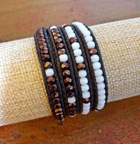 Bracciale cuoio donna 4 giri // Bracciale bianco e bronzo // Bracciale in stile Chan Luu // Bracciale Boho // Idea regalo per lei