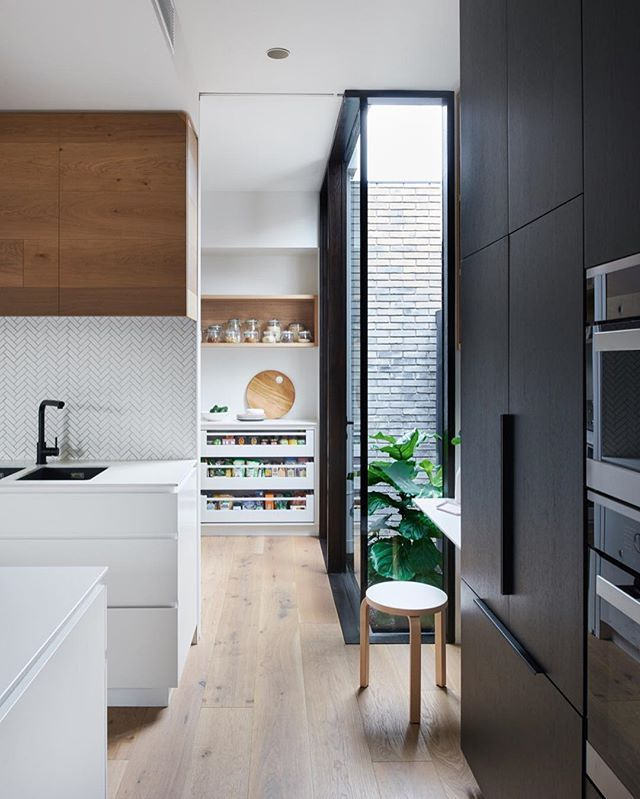 I want to move in! Pantry ♡ at our Elwood project #HEARTLYelwood Interiors by us #HEARTLY Brilliant architecture by @chamberlainarchitects #kitchen #design #architecture #interiordesign #interiors #design #R2developments #HEARTLYdesignstudio #pantry #studynook 📷 @mrveeral