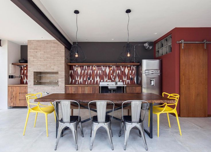 Nice Simple And Comfortable Atmosphere Created By Raw Materials The Use Of  Concrete Rustic Wood And Apparent