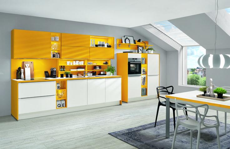 Kuchyně výrazně žlutá + bílá