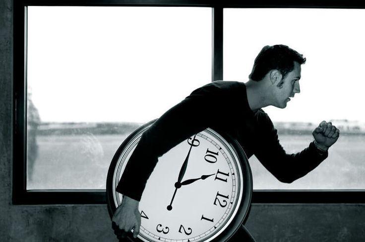 """Одна из самых больших загадок: почему с возрастом время «ускоряется»  Доктор психологических наук из Университета Калифорнии Джеймс М. Бродуэй и его ученица Бритни Сандовал объясняют, почему с возрастом кажется, что время проходит быстрее, и откуда появляются наши сожаления о пролетевших незаметно годах.  """"Где же время?"""", """"Куда ушло время?"""" — часто замечают пожилые и люди среднего возраста. Многие из нас чувствуют, что время проходит быстрее по мере того, как мы стареем, и это ощущение…"""