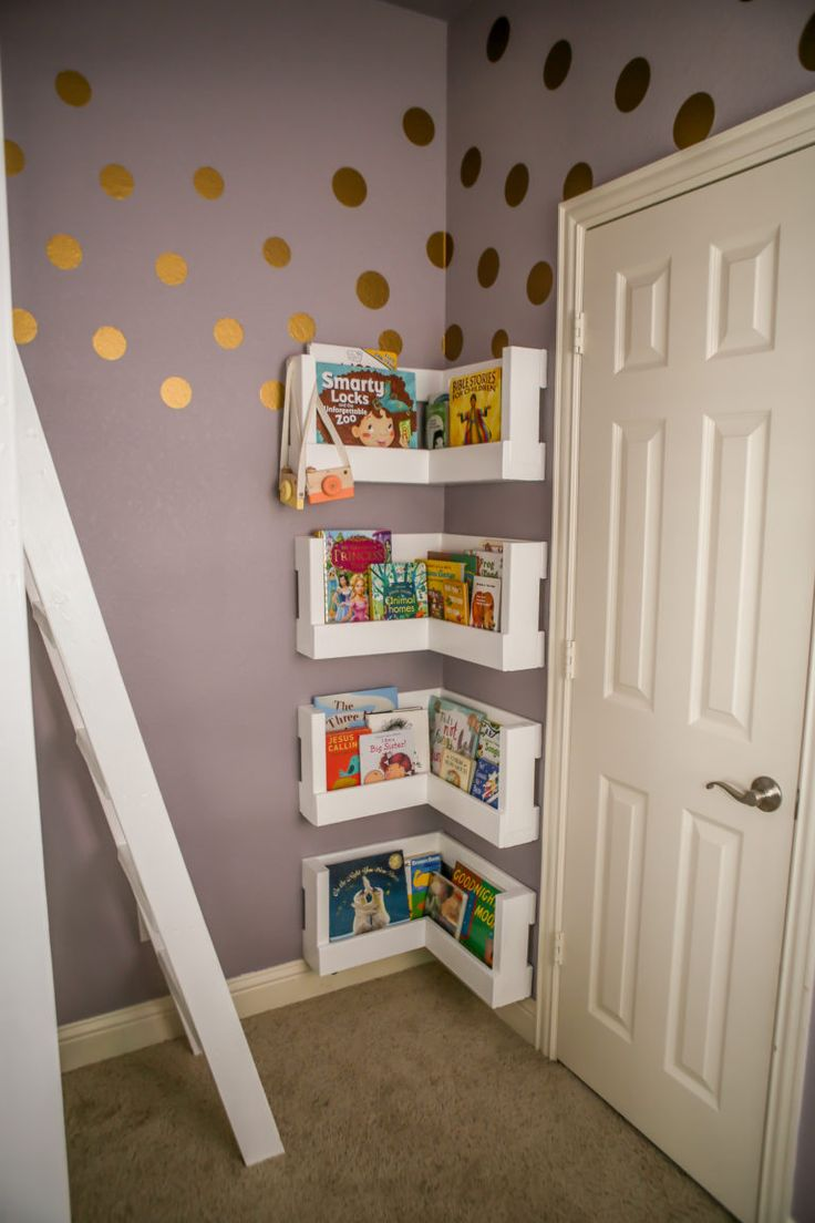 These corner bookshelves are so smart! What a great space-saving idea for a small bedroom.