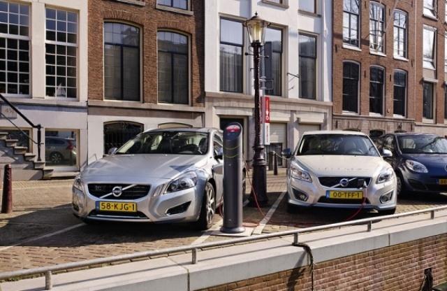 Regio Amsterdam naar 1000 oplaadpunten.