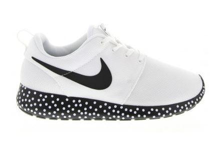 Nike Roshe Run London Mesh White and Black Snow Solo