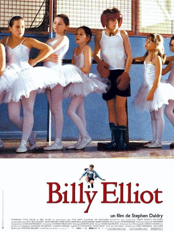 Billy Elliot est un film de Stephen Daldry avec Jamie Bell, Julie Walters. Synopsis : Dans un petit village minier du Nord-Est de l'Angleterre, Billy, onze ans, découvre avec stupeur qu'un cours de danse partage désormais les mêmes loca