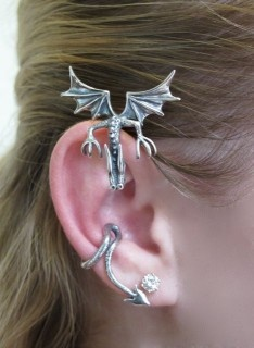 Curious Drachen Ear Wrap. I want one o' these!