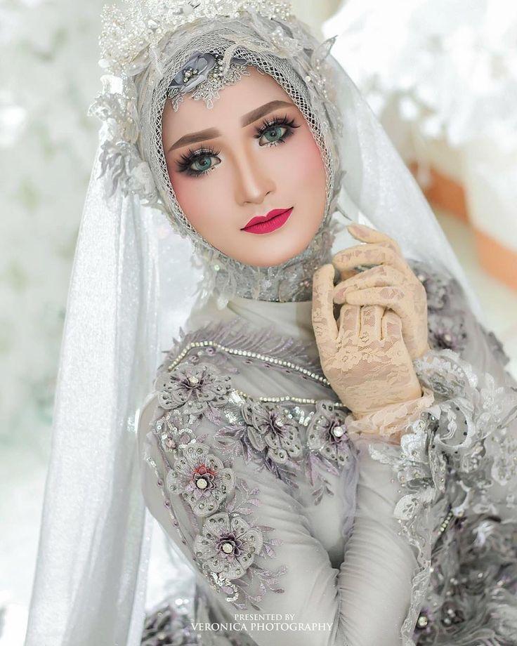 Dekorasi Mua Bridal Kebaya Di Instagram Talent Laraskurnia 18 Make Up By Helena Wedding Owner Gown Desi Pengantin Wanita Gaya Pengantin Pose Pengantin