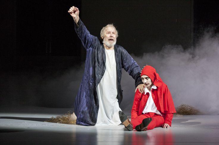 Kung Lear med Sven Wollter är stark med en äkta och avskalad kung i sjukhuskläder http://teatermagasinet.se/?p=6499
