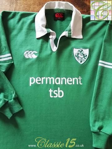 Relive Ireland's 2002/2003 international season with this original Canterbury home long sleeve rugby shirt.