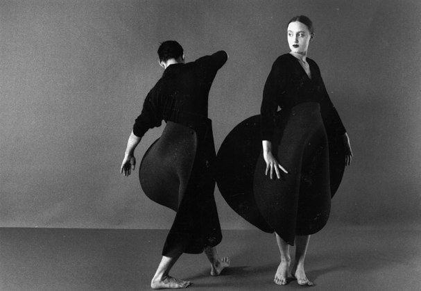 Maria Blaisse _ Kuma Guna 1996, foam costumes for dance: Blaiss Galleries, Fashion Art, Maria Blaiss, Fiberart Magazines, Blaiss Black, Fiber Art, Circles Skirts, Costumeshaut Couture, Black Circles