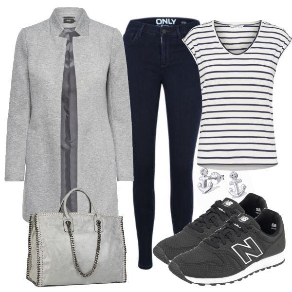 Dieses Outfit ist ideal für einen schönen Tag im Herbst. Der Mantel ist elegant aber auch sportlich und lässt sich super mit einem gestreiften T-Shirt und Blue Jeans kombinieren. Dazu eine Tasche und Sneaker um den Look abzurunden.