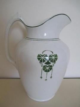 Lampetkan, 26cm hoog van societe ceramique, art deco. De kan is aan de onderzijde gemerkt: zie foto