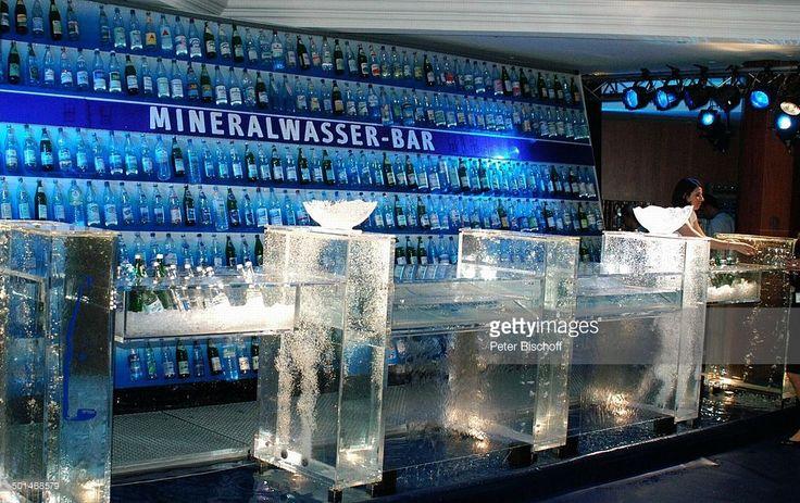 Mineralwasser-Bar, Hotel 'Swissotel', Charity-Veranstaltung 13. 'Unesco-Benefiz-Gala' für Kinder in Not, Neuss, Nordrhein-Westfalen, Deutschland, Europa, Flasche, Getränk, Promi, NB; P.-Nr. 1301/2005, ; ;