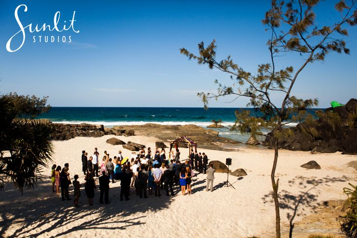 Froggy Beach Wedding Ceremony set up, photography by Sunlit Studios