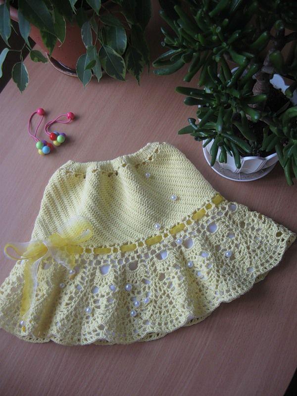 Красивая юбочка крючком с ажурной каймой для девочки