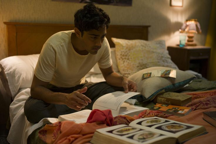 Still of Manish Dayal in The Hundred-Foot Journey (2014) http://www.movpins.com/dHQyOTgwNjQ4/the-hundred-foot-journey-(2014)/still-1667878144
