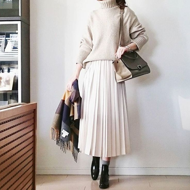 "2,198 Suka, 52 Komentar - @____cream.ice.____ di Instagram: "". 昨日のです 主人が出張でこちらへ来たので ランチだけ一緒に ニット #GALERIEVIE スカート #tomorrowland_jp ソックス #FALKE ストール…"""