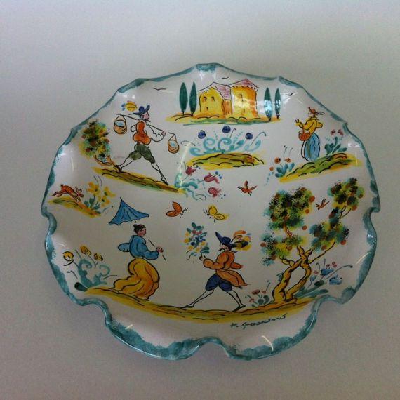 Fruttiera ondulata, ceramica dipinta a mano, maiolica a colori, antichi stili italiani. Portadolci, centrotavola.