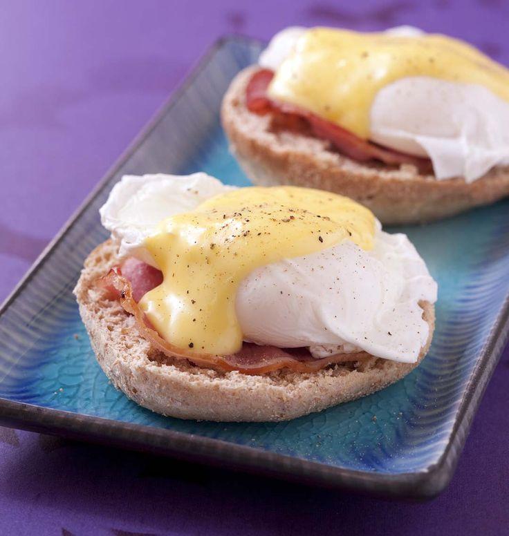 Oeufs bénédictines sur muffins anglais, la recette d'Ôdélices : retrouvez les ingrédients, la préparation, des recettes similaires et des photos qui donnent envie !