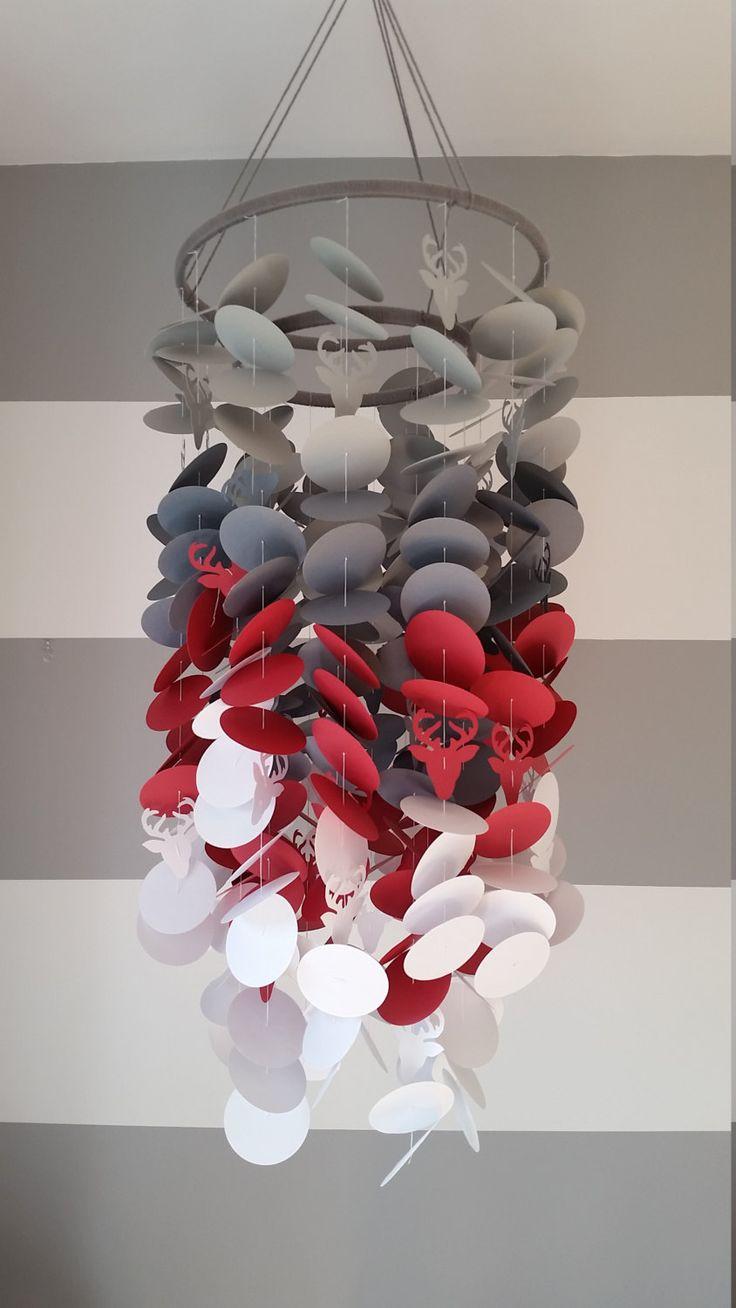 Mobile en papier gris, rouge et blanc. Chambre de garçon style BUCHERON / Tête de cerf. Décoration pour chambre. Mobile décoratif en papier de la boutique mobilkamobile sur Etsy