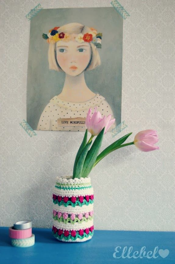 Tulip Vase Cosy - a free tutorial from Ellebel. The pattern is in Dutch but Google Translate works and theres also a chart.