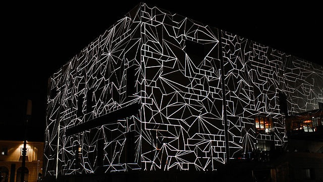 MQ10 by Urbanscreen by Dezeen. In this movie filmed at the MuseumsQuartier in Vienna, German projection artists Urbanscreen transform the surface of the Leopold Museum into a three-dimensional film canvas.