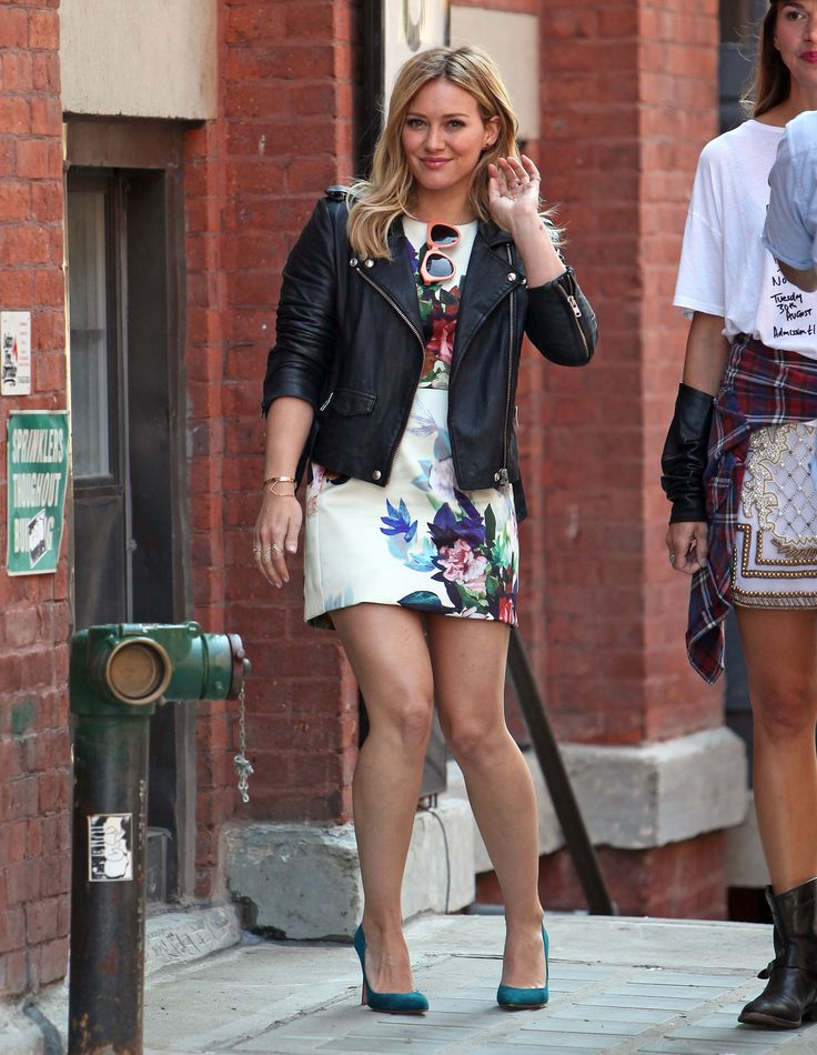 hilary duff younger tv show | Hilary Duff & Cast Mates Spotted Filming For New Show 'Younger' In ...