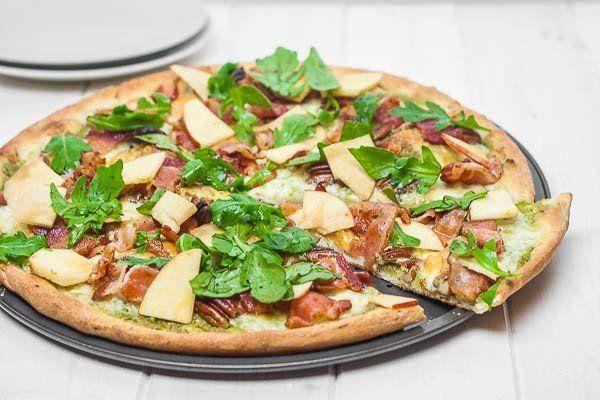 Verse pizza met rucola en appel